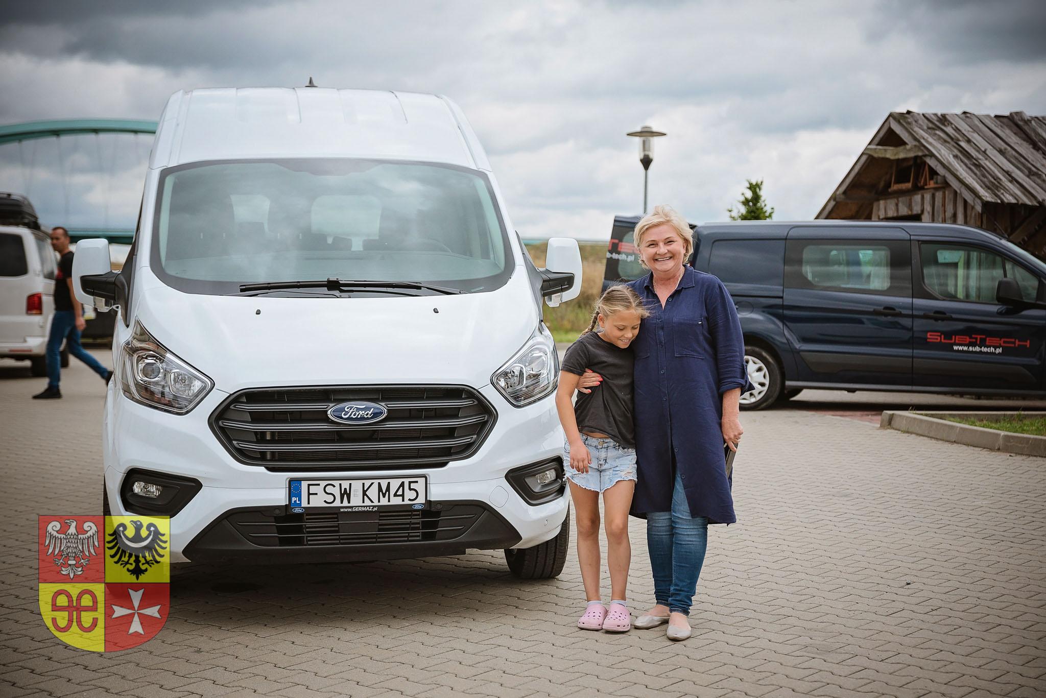 Ilustracja do informacji: Nowy Ford dla Rodzinkowych Domów Dziecka